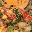 Quinoa met kikkererwten met snijbiet en krenten
